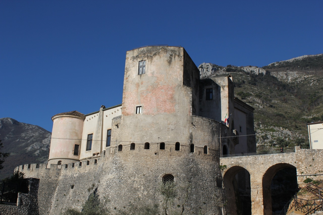 venafro castello pandone architettura militare bastione torre fossato castrum