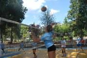 Torneo di pallavolo in villa, si parte