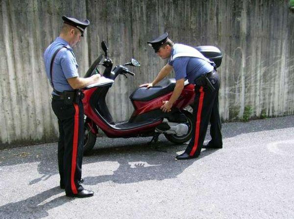 carabinieri scooter
