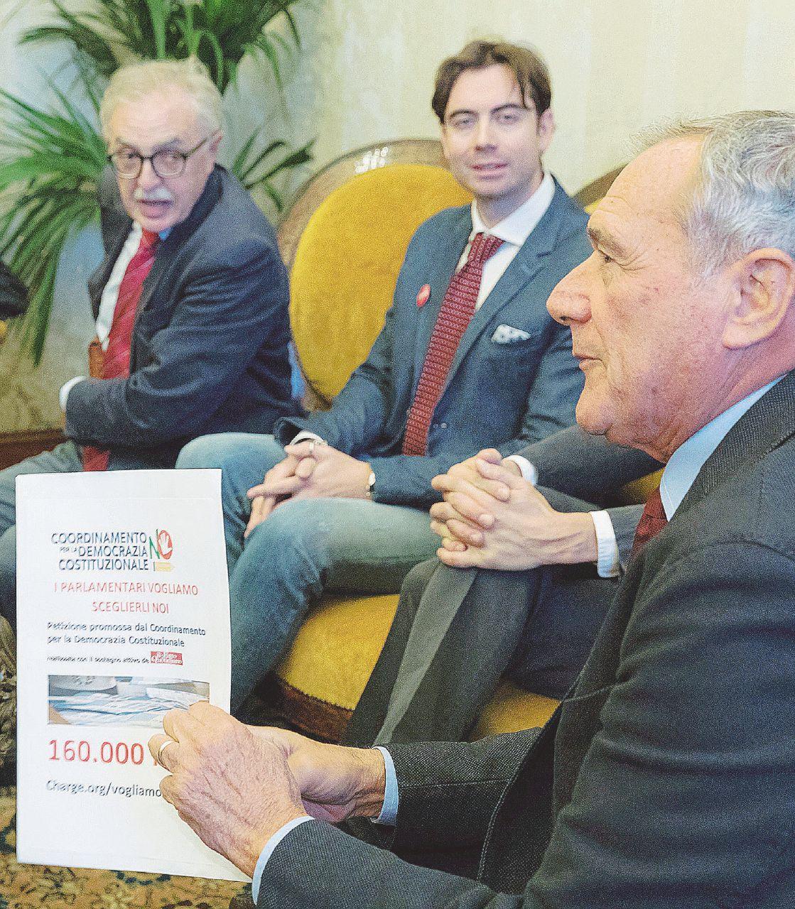 Photo of Basta con i nominati: 160.000 firme in Senato