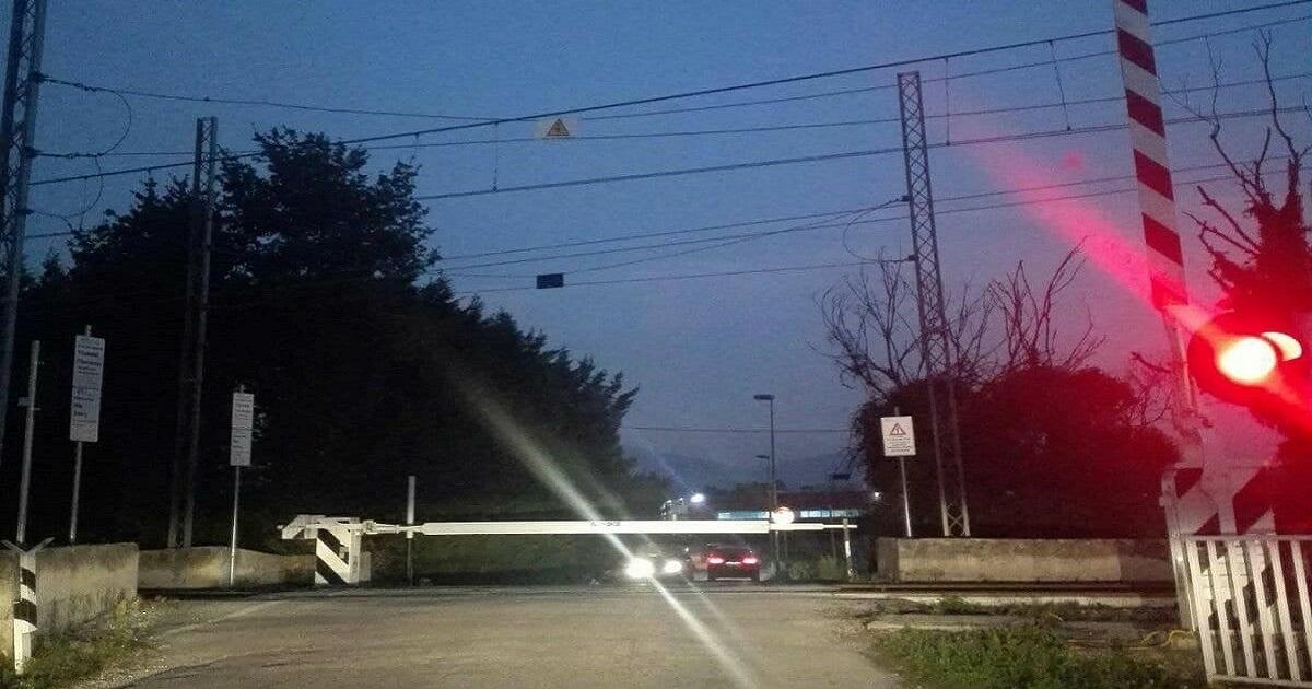 Photo of VENAFRO – Passaggio a livello chiuso a metà, pericolo scampato | Molise Network