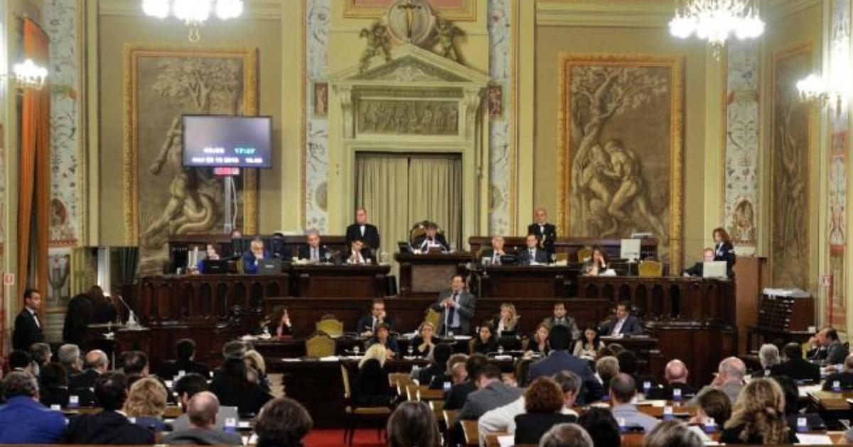 Photo of Cateno De Luca sarà deputato nonostante l'arresto. Ufficio elettorale: «Non ci sono misure interdittive»