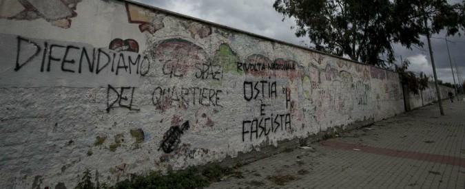 Photo of Ostia, sparatoria in un locale nella notte. Feriti il padre del titolare e il cuoco – Il Fatto Quotidiano