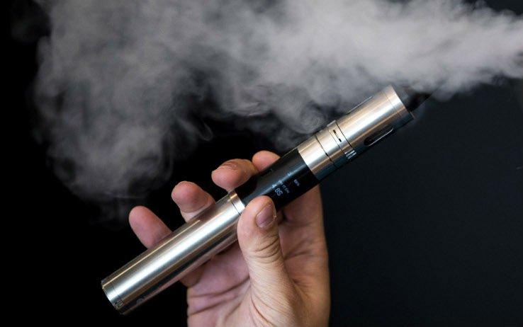 Photo of Sigarette elettroniche, tripla stangata: duro colpo per chi le utilizza. Le novità