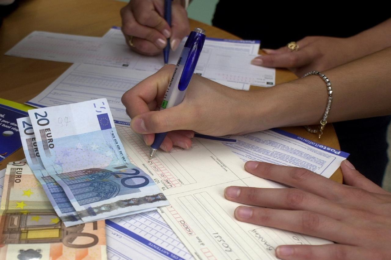 Photo of Arriva la stangata: +952 euro a famiglia da gennaio