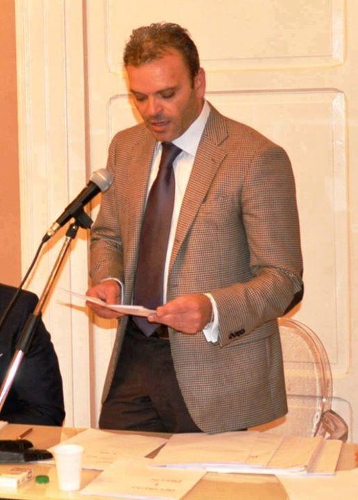Photo of Con 'eleganza' il consigliere di minoranza Alfonso Cantone ha atteso che passass…