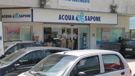 Photo of Ladri di cosmetici in azione da 'Acqua & Sapone' smascherati dalle telecamere