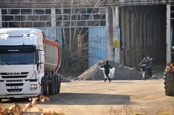 Photo of Traffico di rifiuti nella piana di Venafro gestito dalla criminalità organizzata: i dubbi del prefetto | PrimoPiano Molise