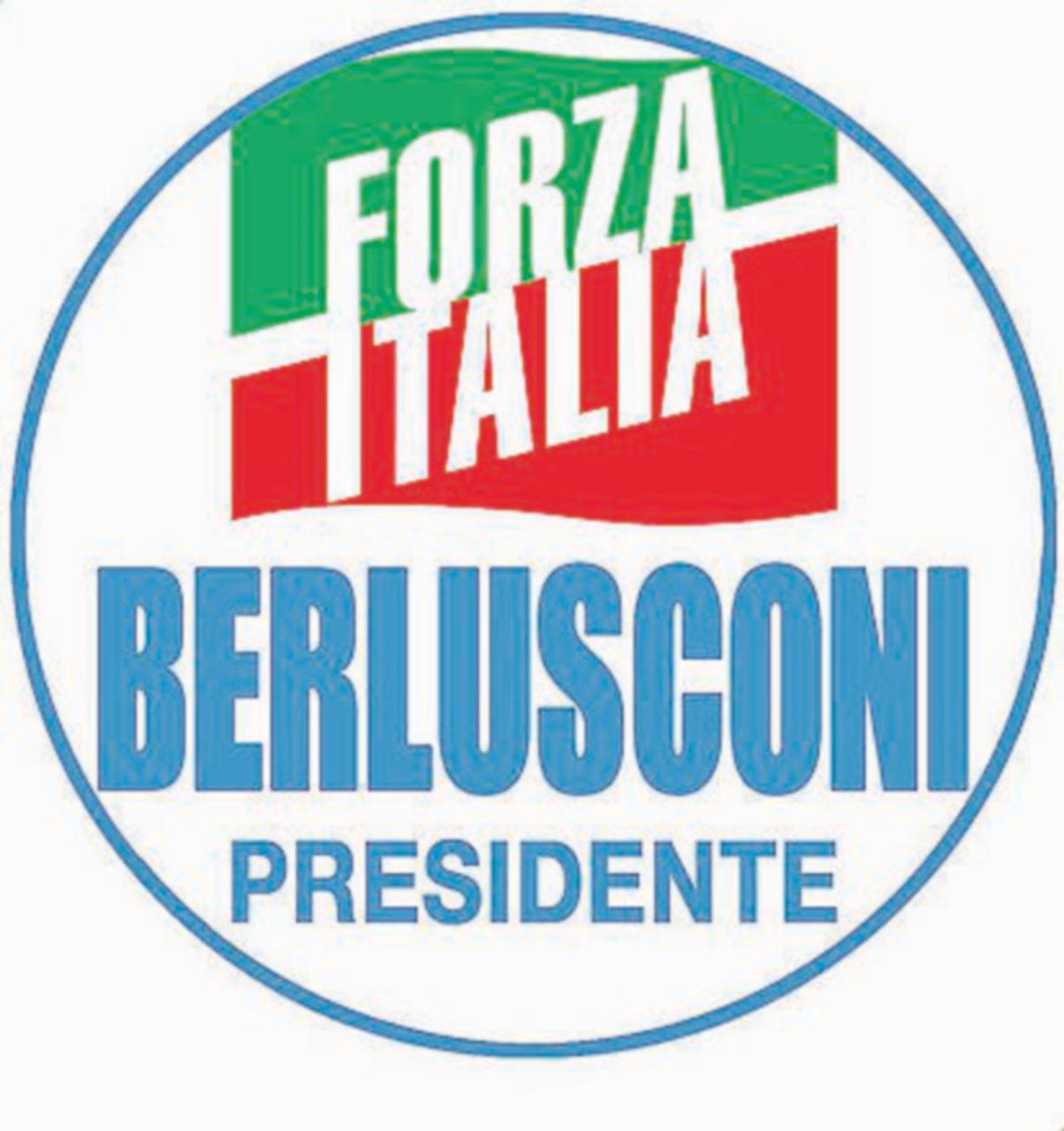 """Photo of """"Berlusconi presidente""""e """"Salvini premier"""" Maroni invece niente: gli alleati che si odiano"""
