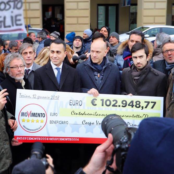 Photo of Mentre Renzi chiama De Benedetti per fargli guadagnare centinaia di migliaia di …