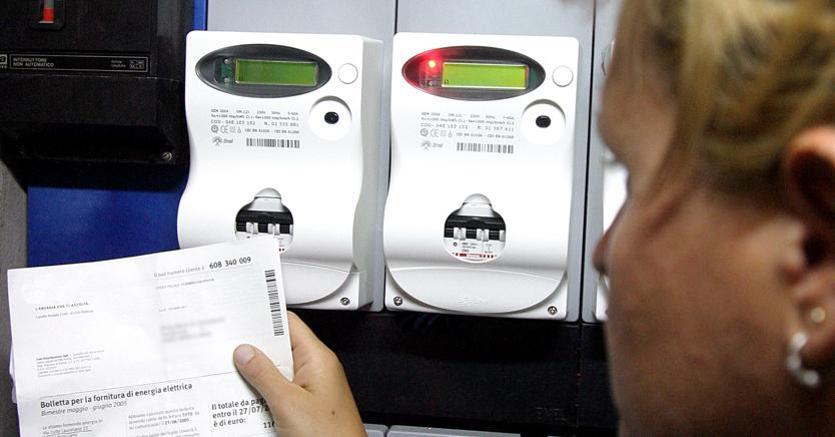 Photo of Le bollette elettriche non pagate saranno (in parte) a carico degli altri utenti