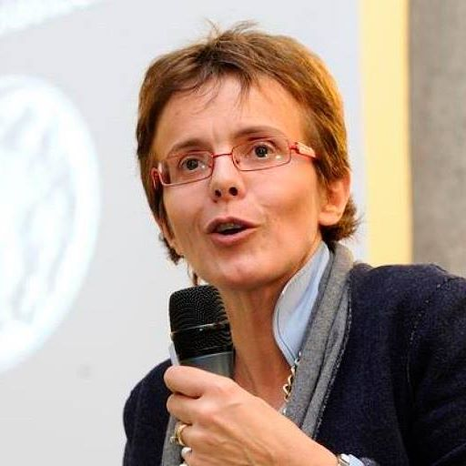 Photo of Malattie rare e ricerca scientifica: Elena Cattaneo in visita al Neuromed