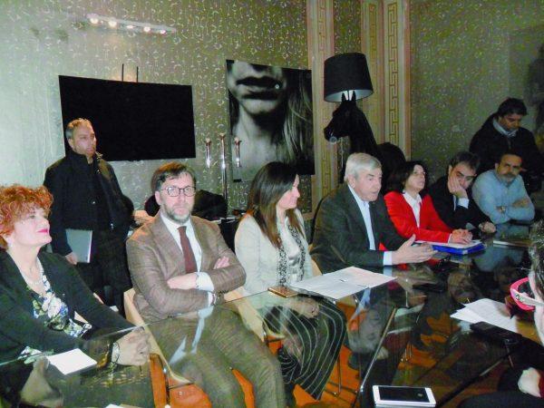Photo of Politiche, il gioco si fa duro «Gigino webmaster, confrontiamoci in Molise» | PrimoPiano Molise