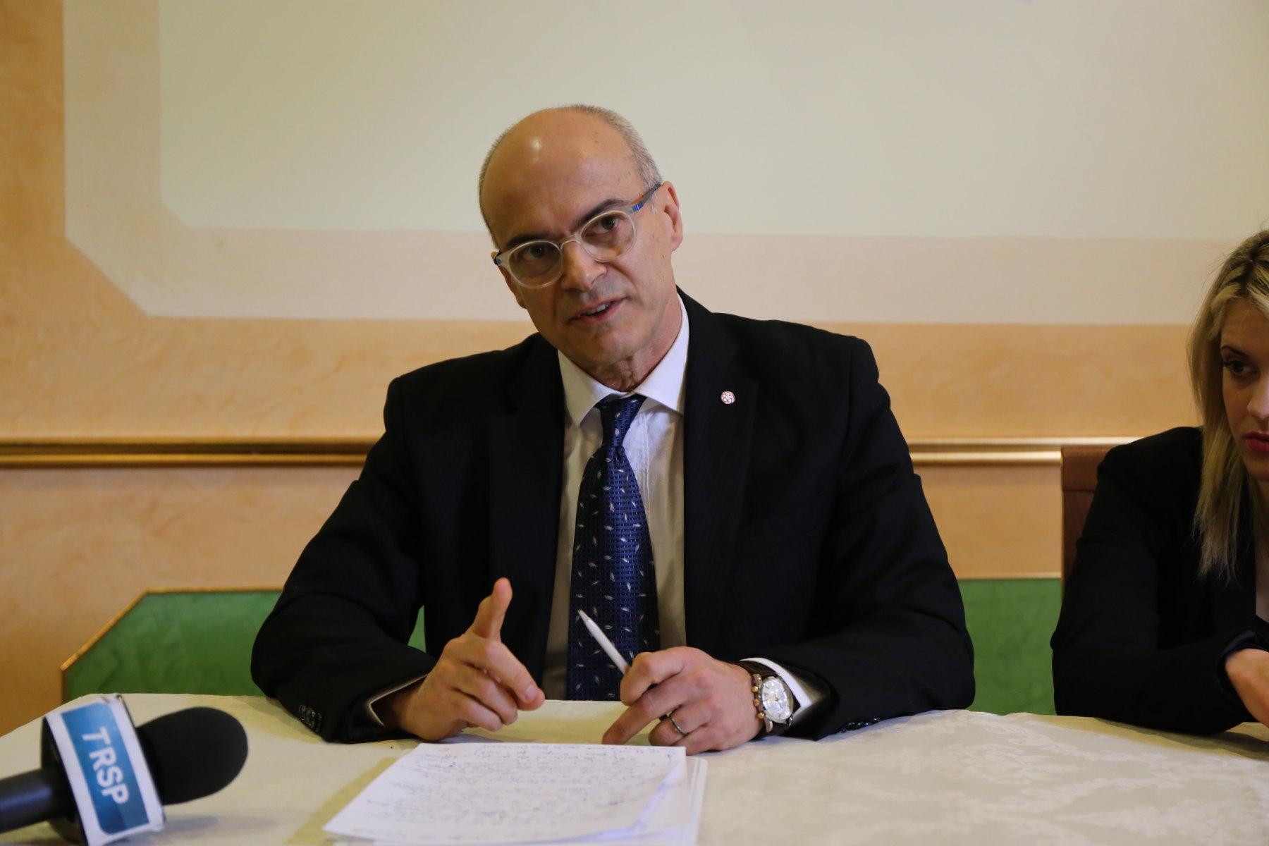 """Photo of """"Chi non ha radici non ha storia e futuro"""", Donato Toma si presenta agli elettori"""