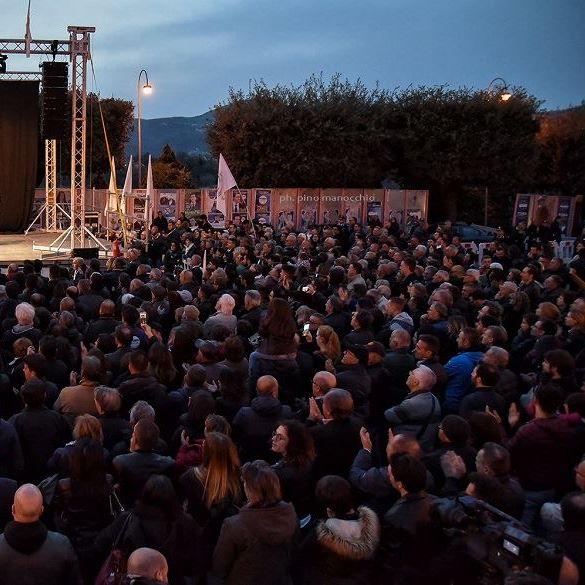 Photo of Isernia, Di Maio e Greco 'espugnano' la roccaforte: bagno di folla per i Cinque Stelle