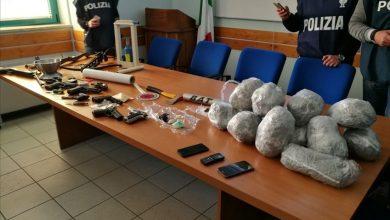 Photo of Polizia scopre la sede operativa dello spaccio con quasi 7 kg di droga, agenti presi a pugni e calci